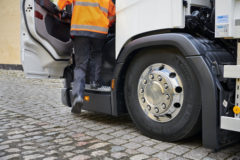 Fall in HGV drivers largest among middle-aged workers